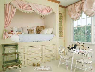 All baby girls would adore this bed. beds-small-spaces