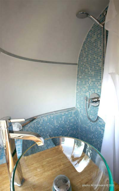 airstream-trailer-remodel-shower
