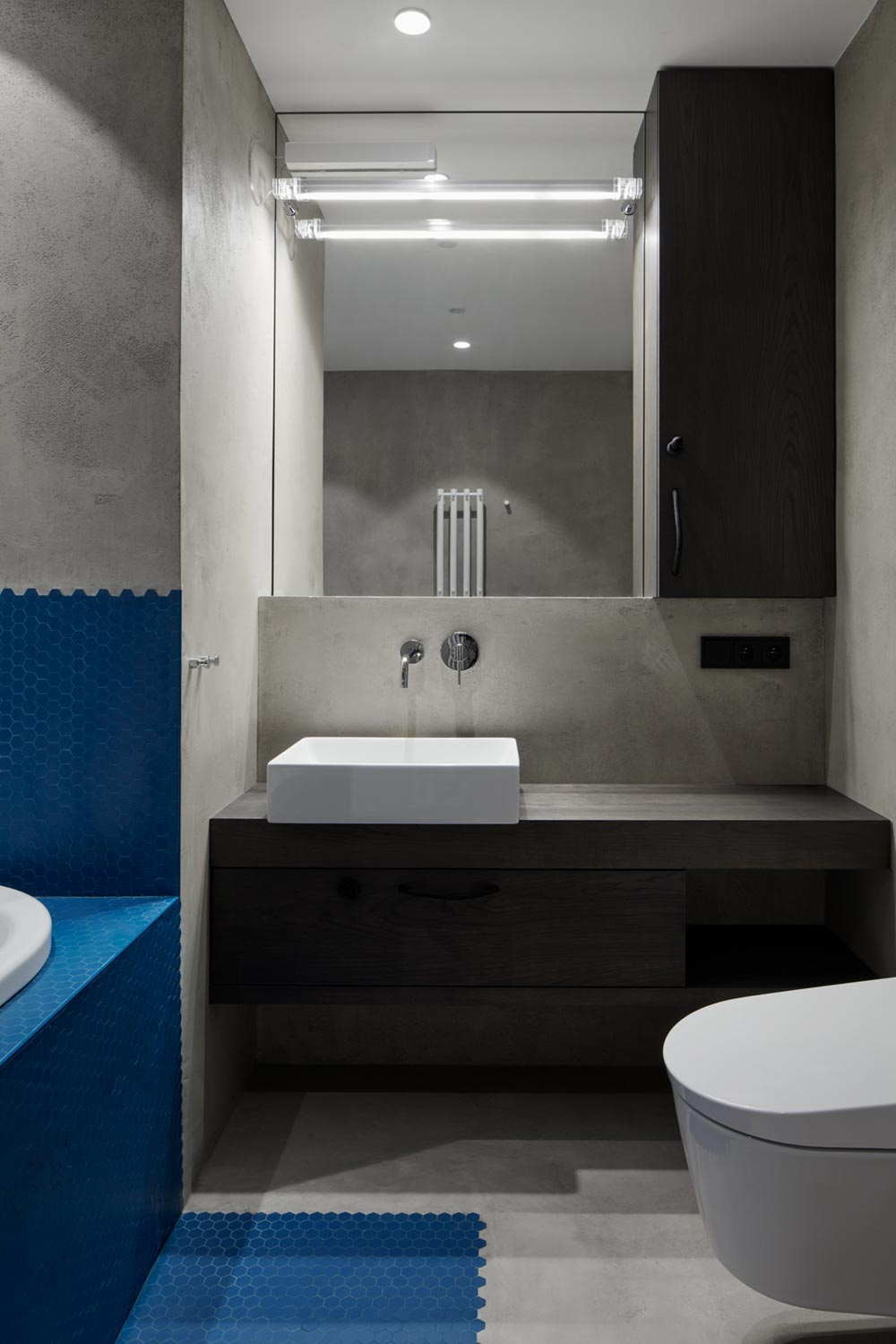 apartment design blue tile bathroom - Ovenecka Apartment