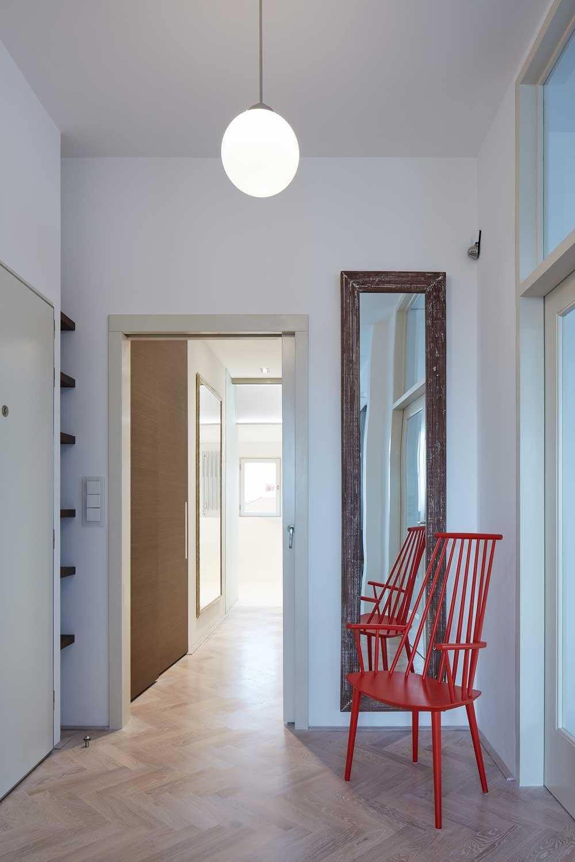 Apartment interior entrance design