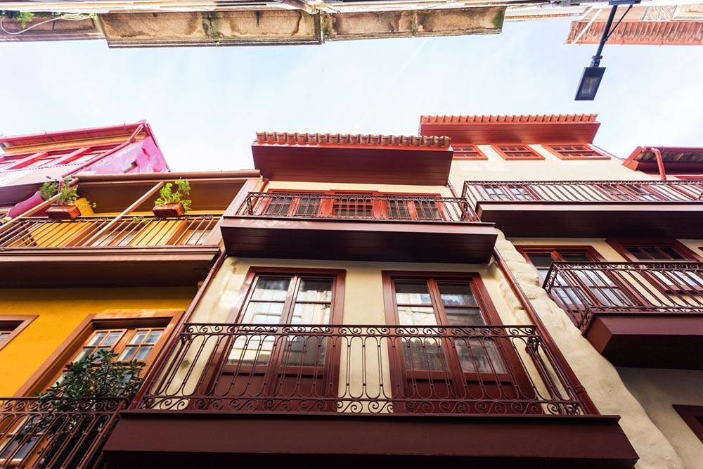 apartment renovation facade pg - Caldeireiros Houses