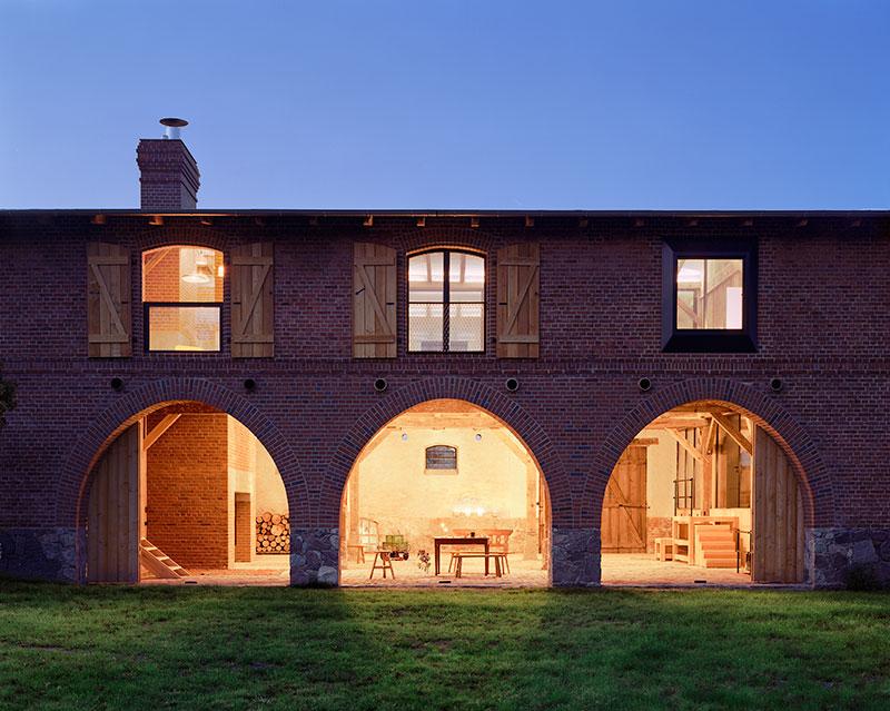 Barn Houses: Small and Prefab Modern Barn Homes