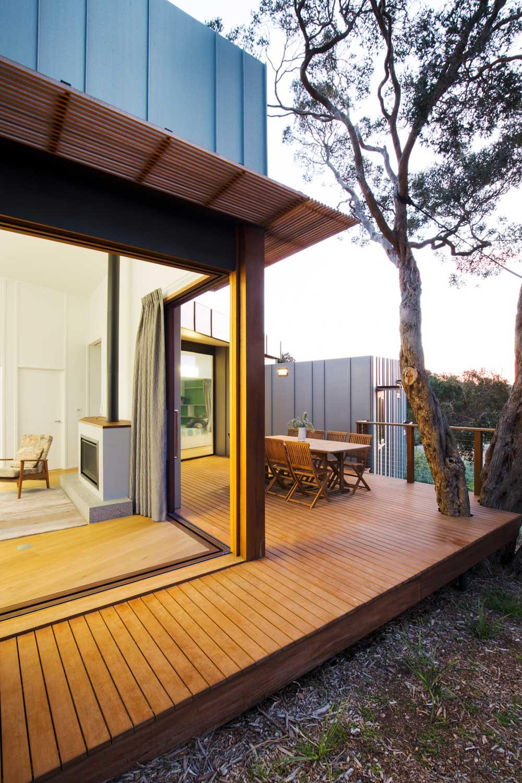 Small beach house design w zinc cladding in mornington for Beach house plans with decks