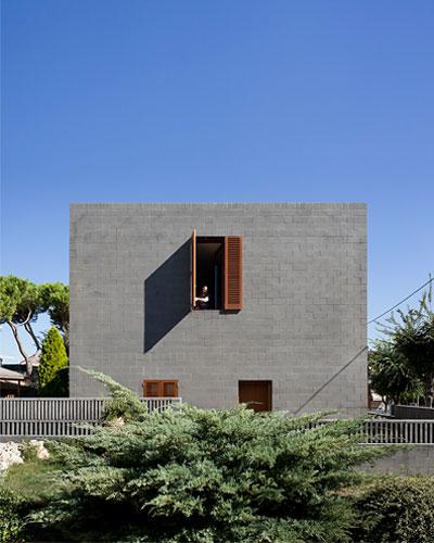 black-concrete-house-804