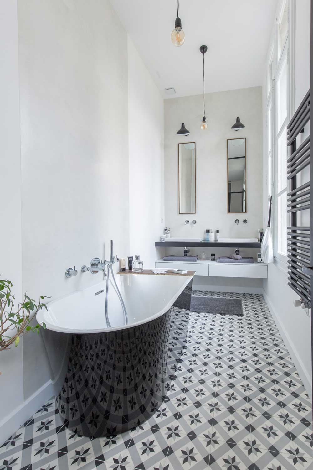 black white bathroom tiles - SBL Apartment