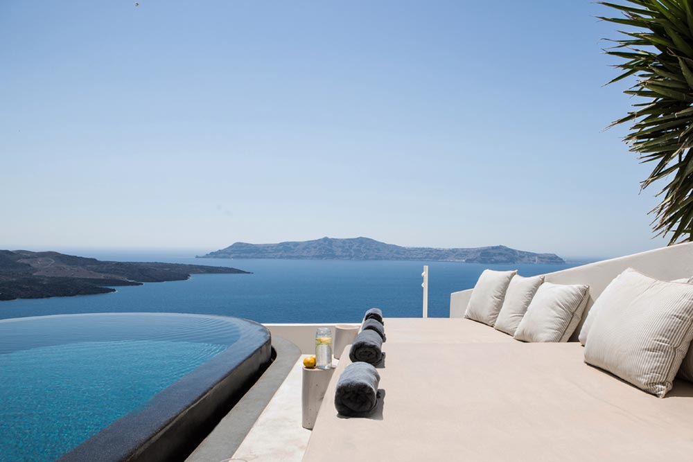 boutique hotel infinity pool greece - Porto Fira Suites