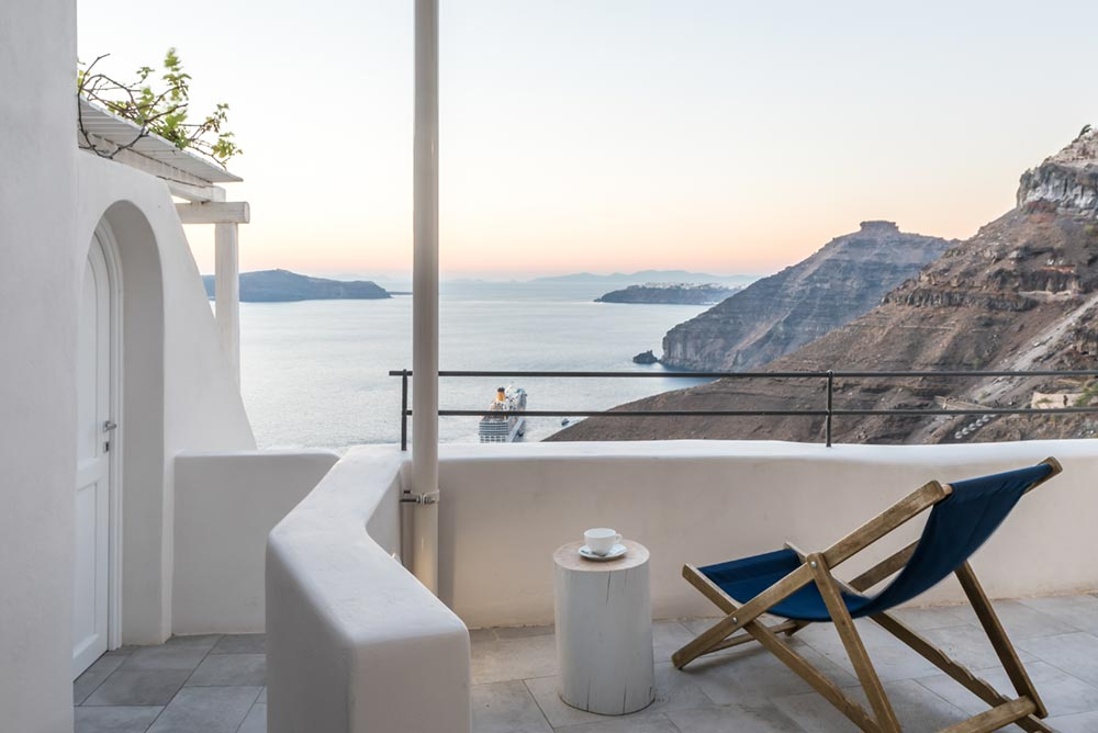 boutique hotel patio view greece - Porto Fira Suites