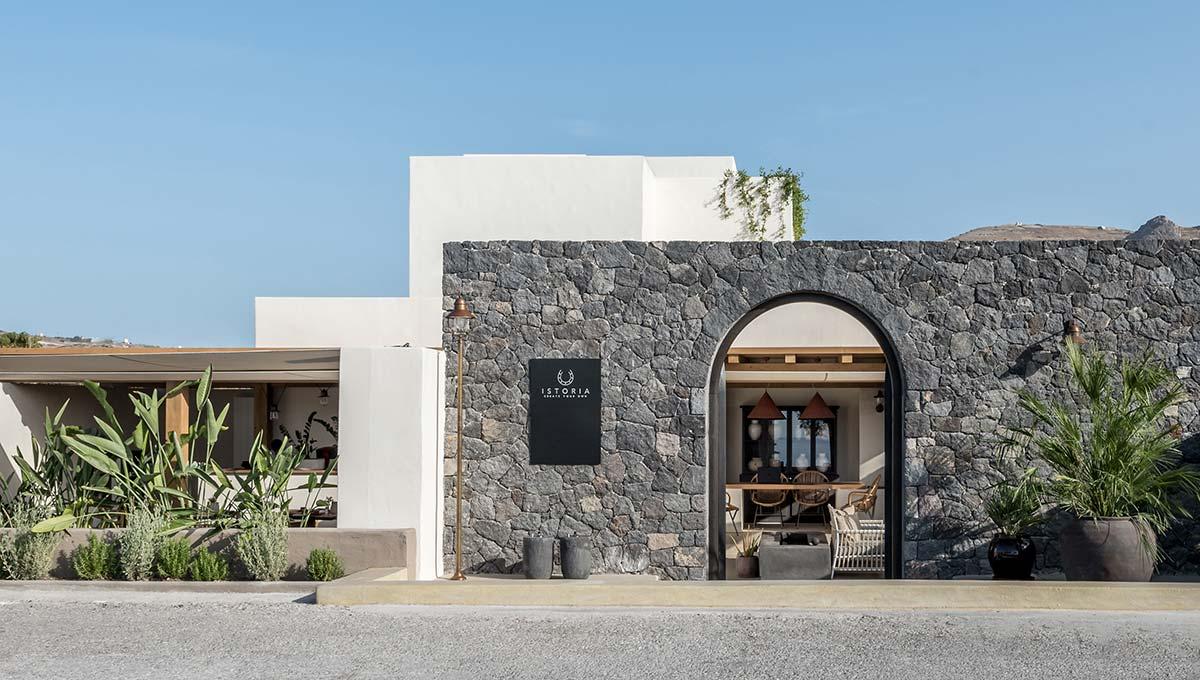 boutique hotel santorini istoria entry - Istoria Hotel Santorini