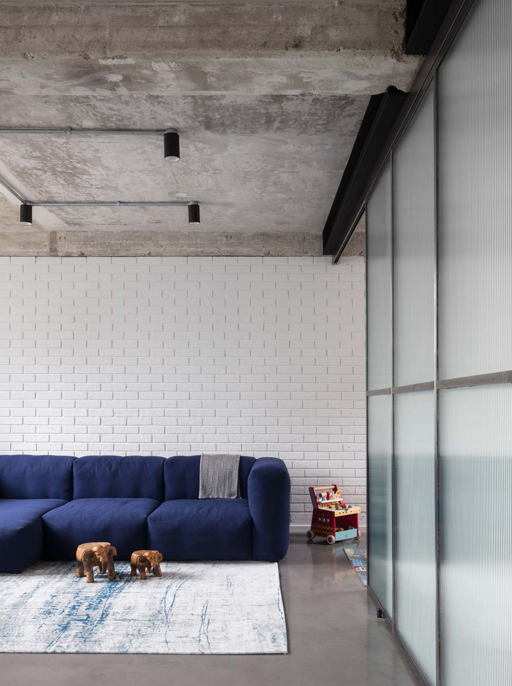 canal side family home blue sofa - London Canal-Side Home Conversion