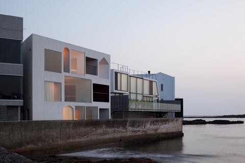 Fine Nowhere But Sajima A Tube Shaped House Coastal Homes Home Interior And Landscaping Sapresignezvosmurscom