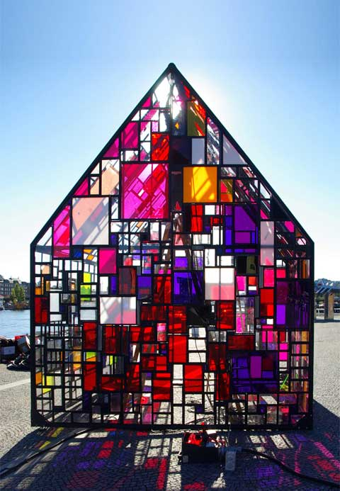 Kolonihavehus: Explosively Colorful - Modern Architecture