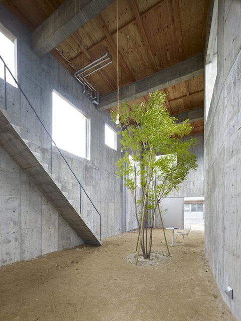 House In Yagi Indoor Courtyard Family Home In Japan