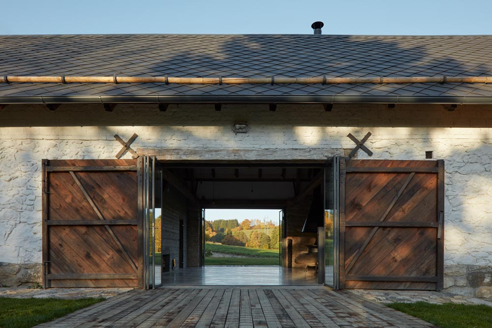 country house barn doors - Country House in South Bohemia