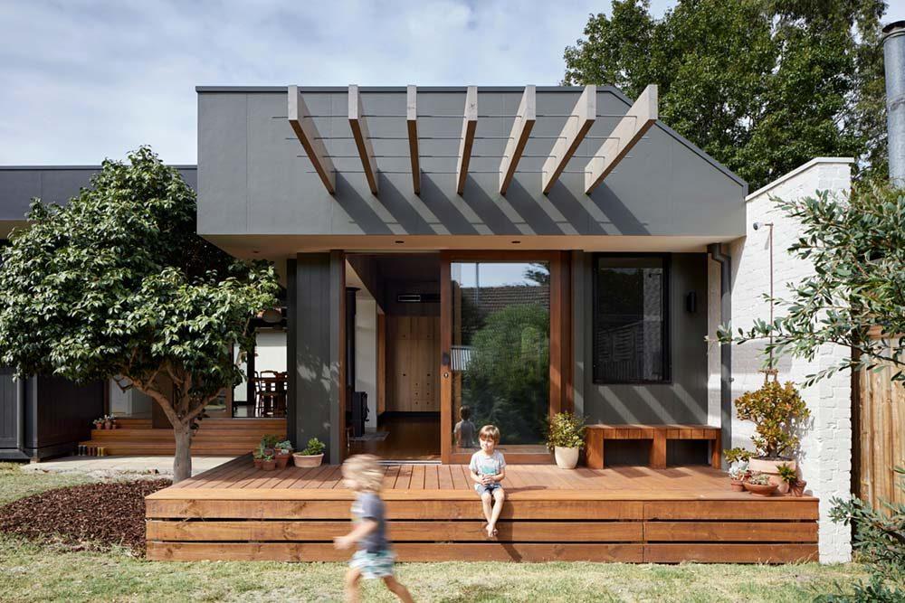 courtyard deck house design zga 1000x667 - Courtyard Deck House