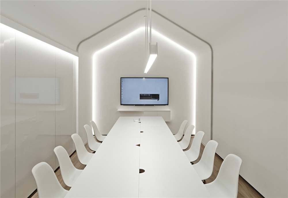 Creative Office All White Meeting Room