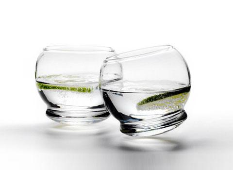 """designer-rocking-glass """"title ="""" designer-rocking-glass """"width ="""" 480 """"height ="""" 350 """"class ="""" alignnone size-full wp-image-11627 """"/> </p> <p> Ý tưởng đằng sau thiết kế nghĩa là phục vụ một vật phẩm hữu ích theo cách trang nhã nhất, theo nghĩa đen, nghĩa là để tạo ra mong muốn nhiều thứ tương tự. Bộ kính Rocking tuyệt đẹp này, từ Normann Copenhagen, thực hiện chính xác điều đó – bạn muốn nhiều hơn nữa và bạn muốn nhiều hơn nữa Nó làm gì. </p> <p> Đây là một ly uống nước đơn giản với một vòng xoắn – đáy cong ngăn không cho ly rơi xuống, cho phép nó rung nhưng không bị đổ. Hoàn hảo cho các bữa tiệc cocktail, đây thực sự là một cách làm mới nên gọi là vật dụng đơn giản, đó là ly uống nước. Sử dụng nó để phục vụ đồ uống hoặc đơn giản là một vật trang trí, được hoàn thành với đèn trà hoặc một bông hoa nhỏ. <span id="""