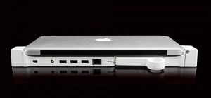 docking macbook air lz 300x140 - Landing Zone 1.0 Pro: Docking Secured
