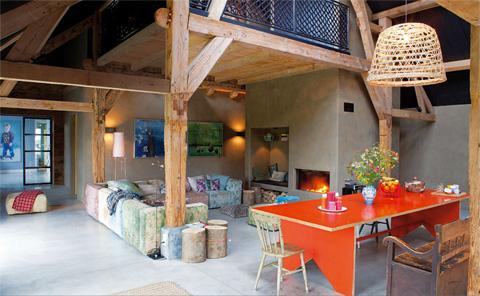 Dutch barn renovation through color beautiful interiors - Cortinas para casas rusticas ...