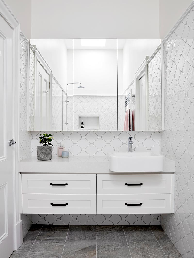 elegant cottage bathroom design ba2 - Elgin Residence