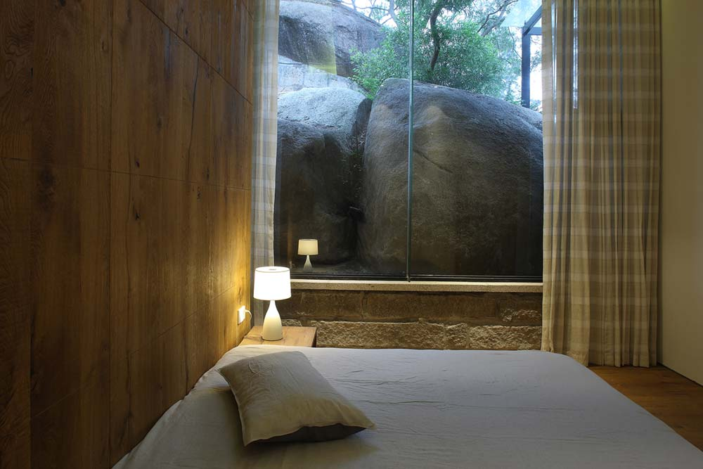 Minimalist Bedroom Design with Massive Rock View
