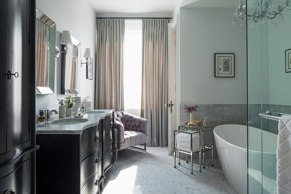 family home luxury interiors bathroom - Home in Little Italy