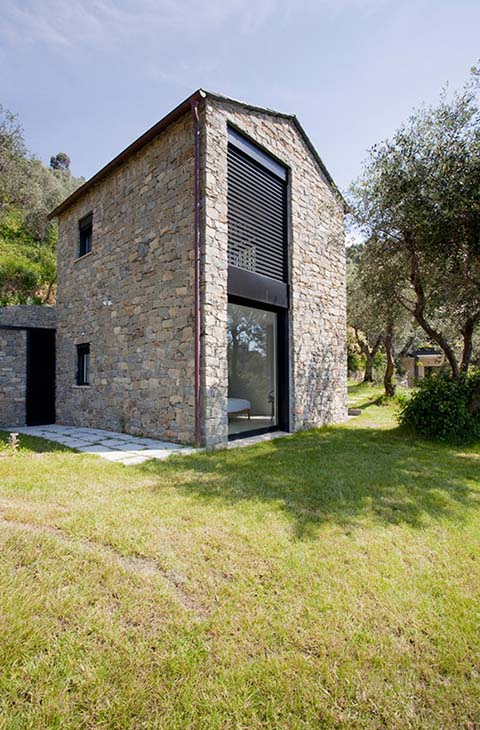Contadina house farmhouse restoration in cinque terre for Small modern farmhouse