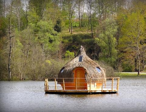 cabanes des grands lacs floating lake cabins in france boutique hotels. Black Bedroom Furniture Sets. Home Design Ideas