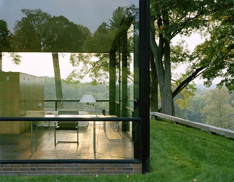 philip johnson 39 s glass house modern architecture. Black Bedroom Furniture Sets. Home Design Ideas