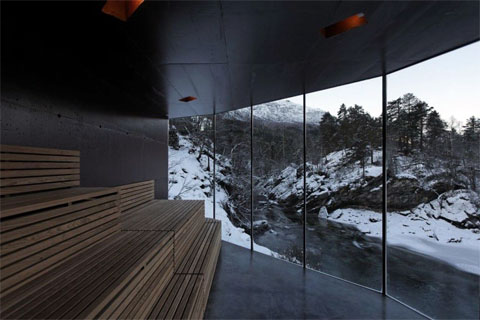 glass-sauna-juvet-river-2