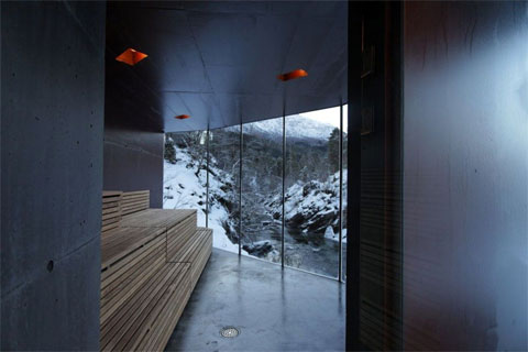 glass-sauna-juvet-river-3