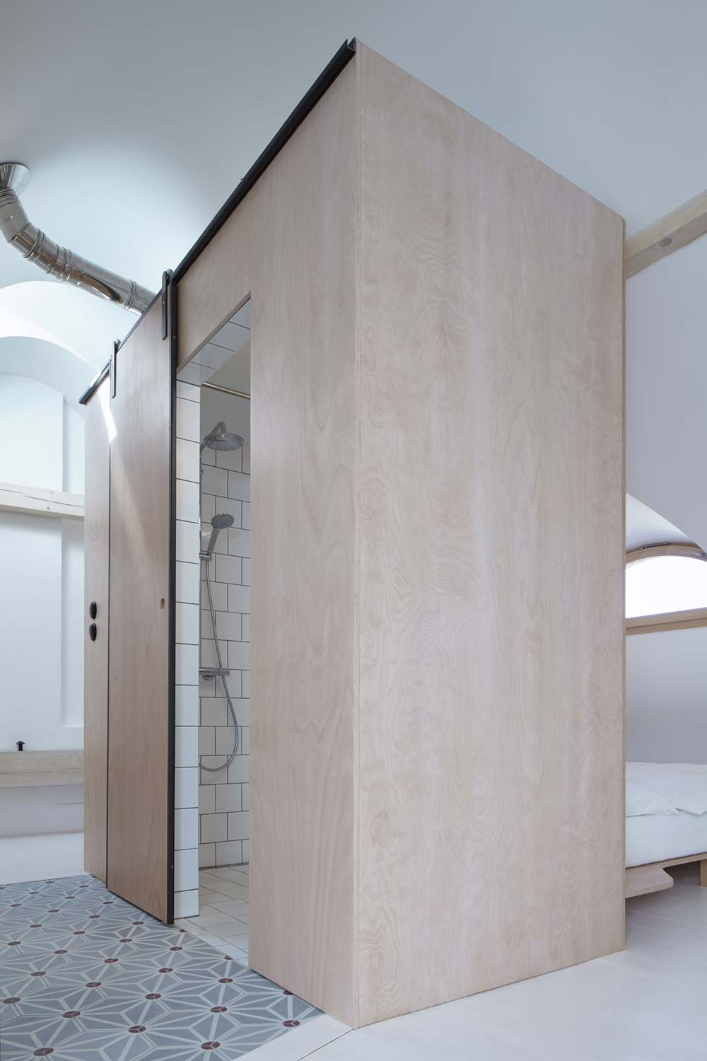 guesthouse renovation bathroom design 2 - Stajnhaus