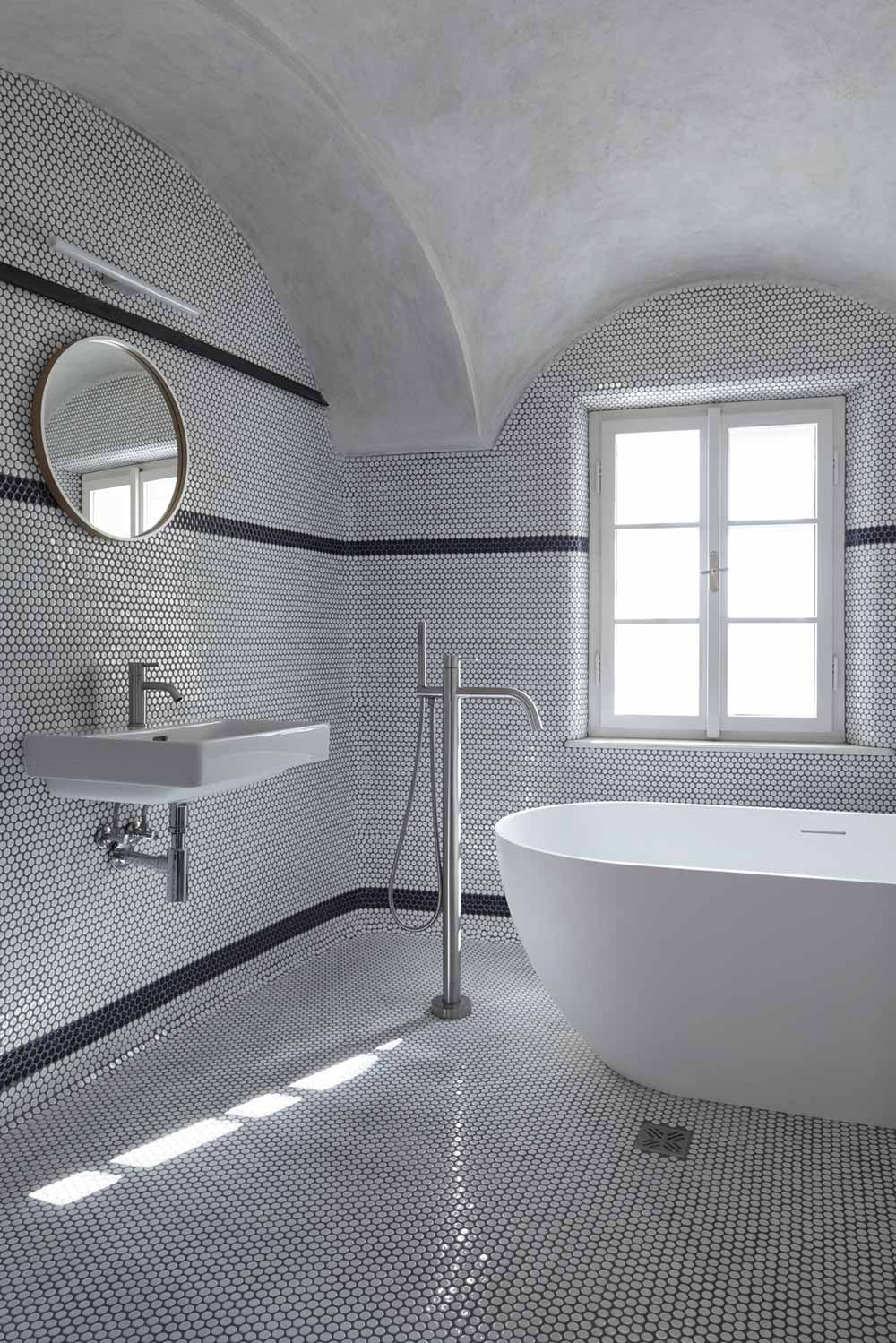 guesthouse renovation bathroom design - Stajnhaus