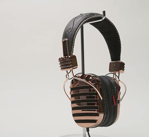 headphones-throne-2