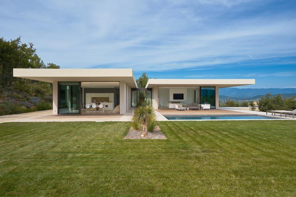 hillside country house design pool 1000x667 - MaisonP Residence