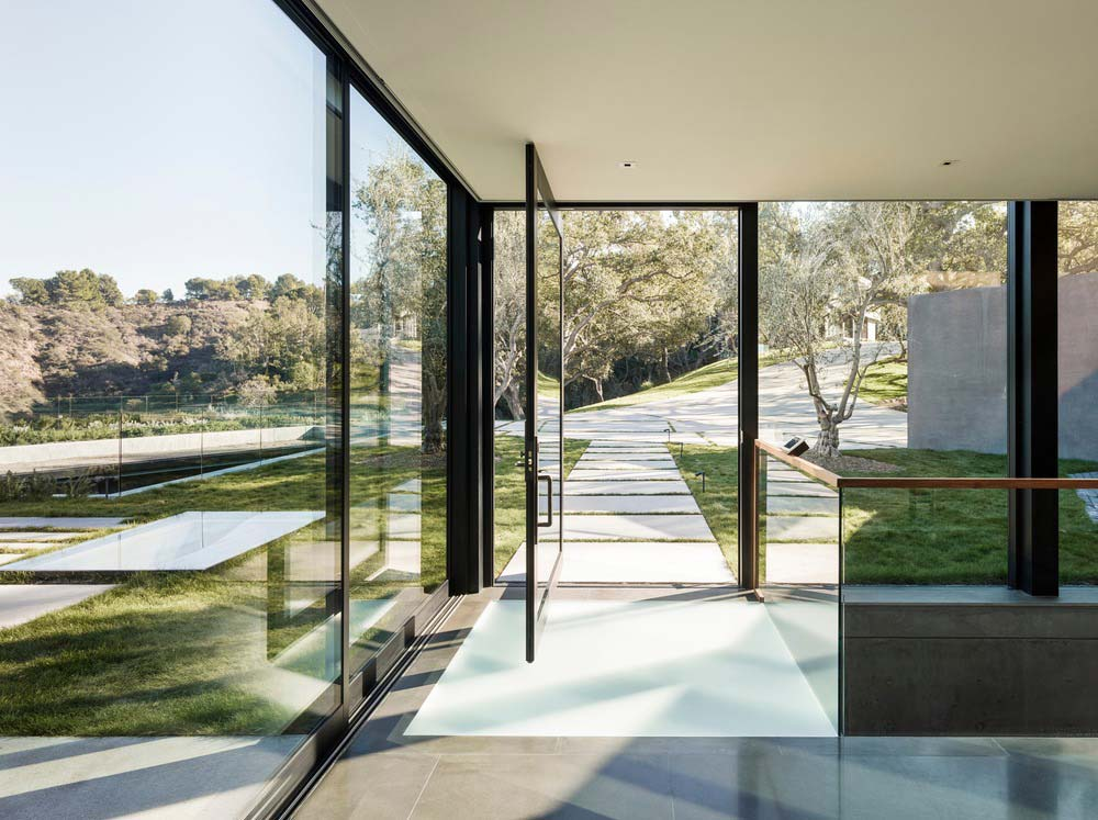 hillside home design entry ww - Oak Pass House