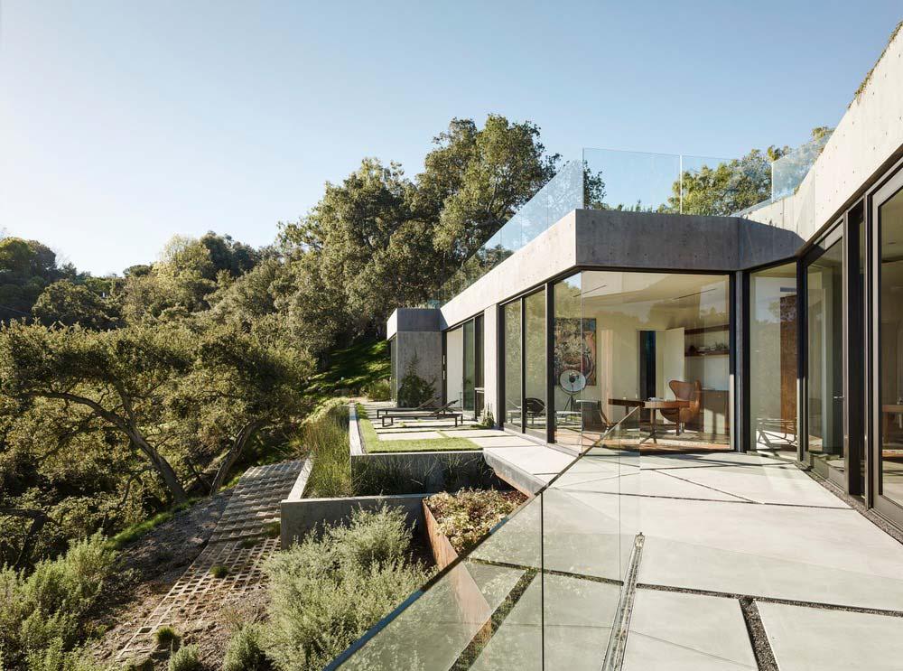 hillside home design ww3 - Oak Pass House