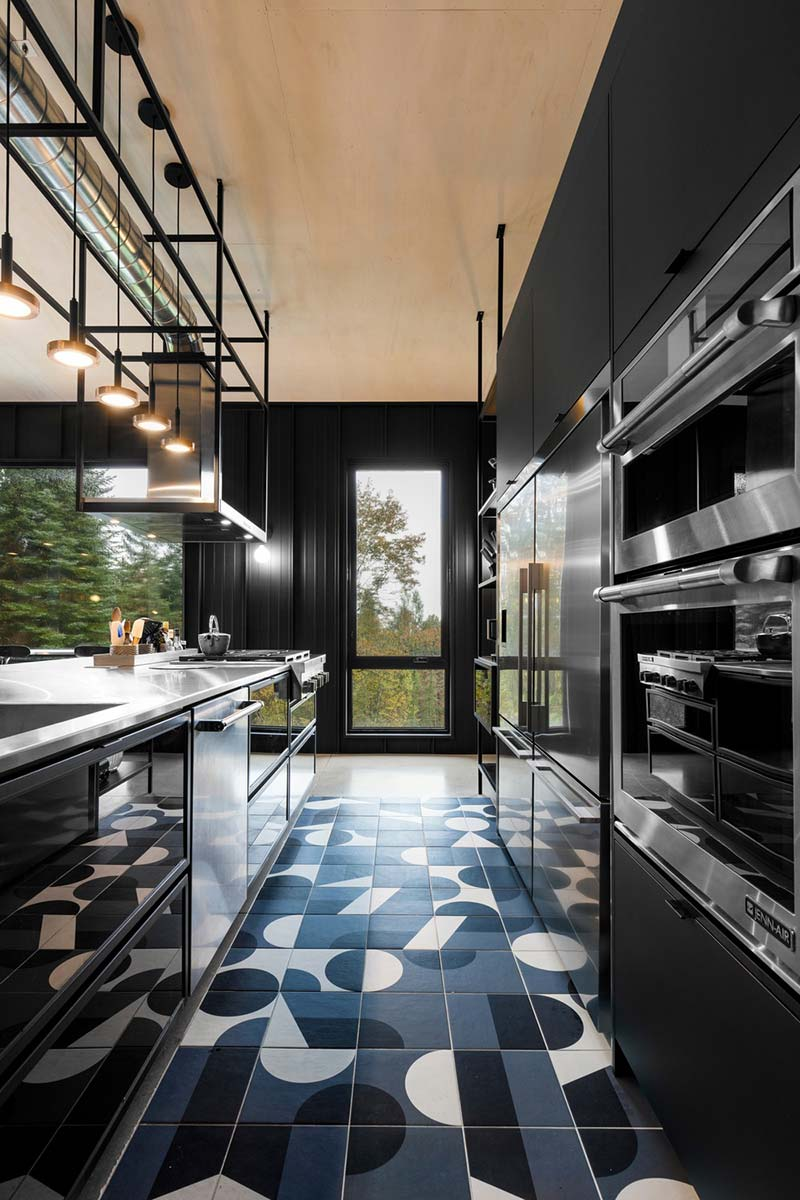 hillside home kitchen tile design tux - Abercorn Chalet
