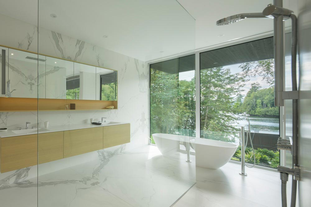 hillside lake house bathroom - The Slender House