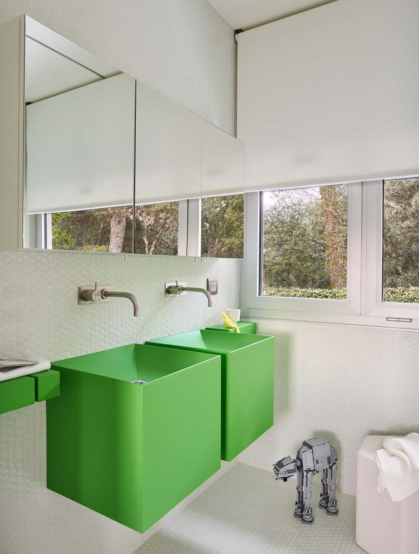 home kids bathroom design - Valles House