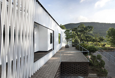 Namhae House Renovation: a metallic suit Facade
