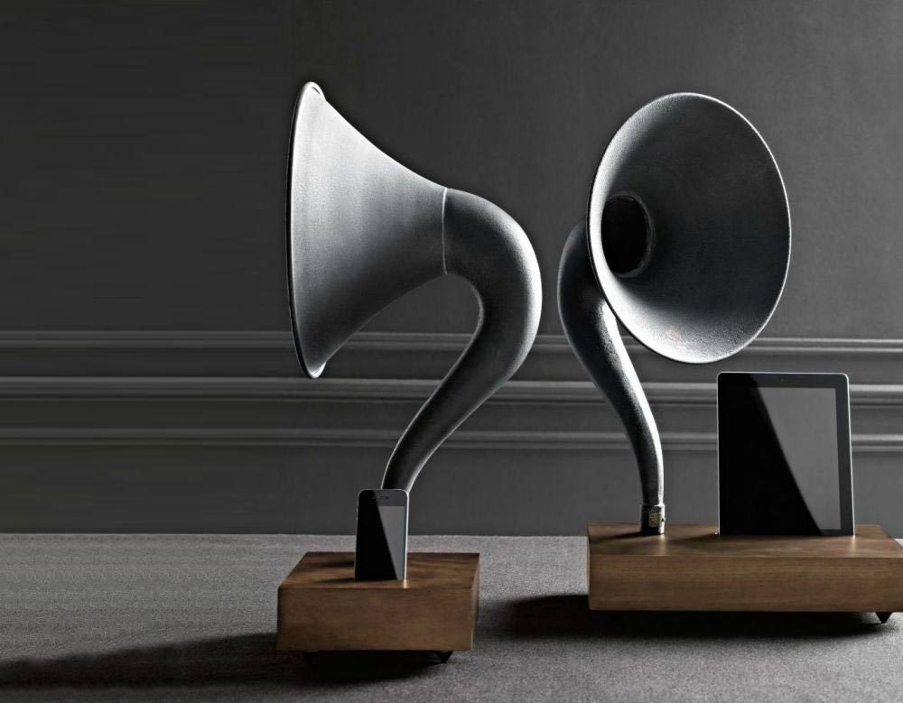 iphone speakers gramophone 0 1000x779 - Desktop Gramophone: Antique speakers for the digital age