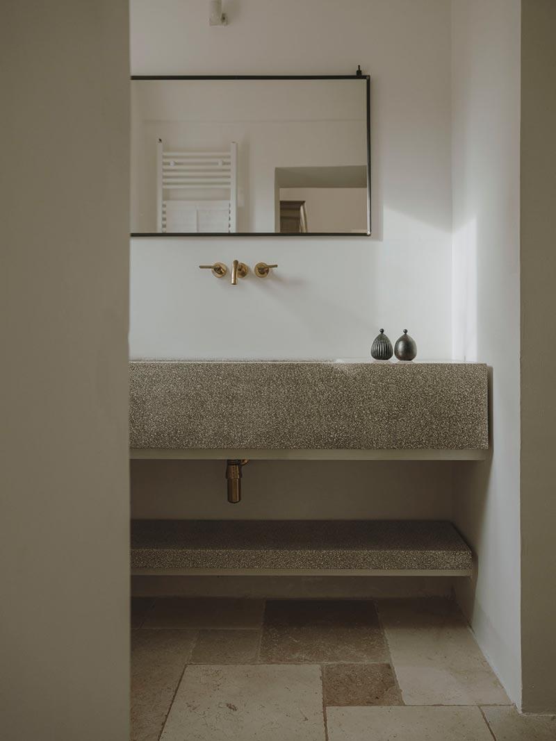 italian villa bathroom design at - Villa Castelluccio