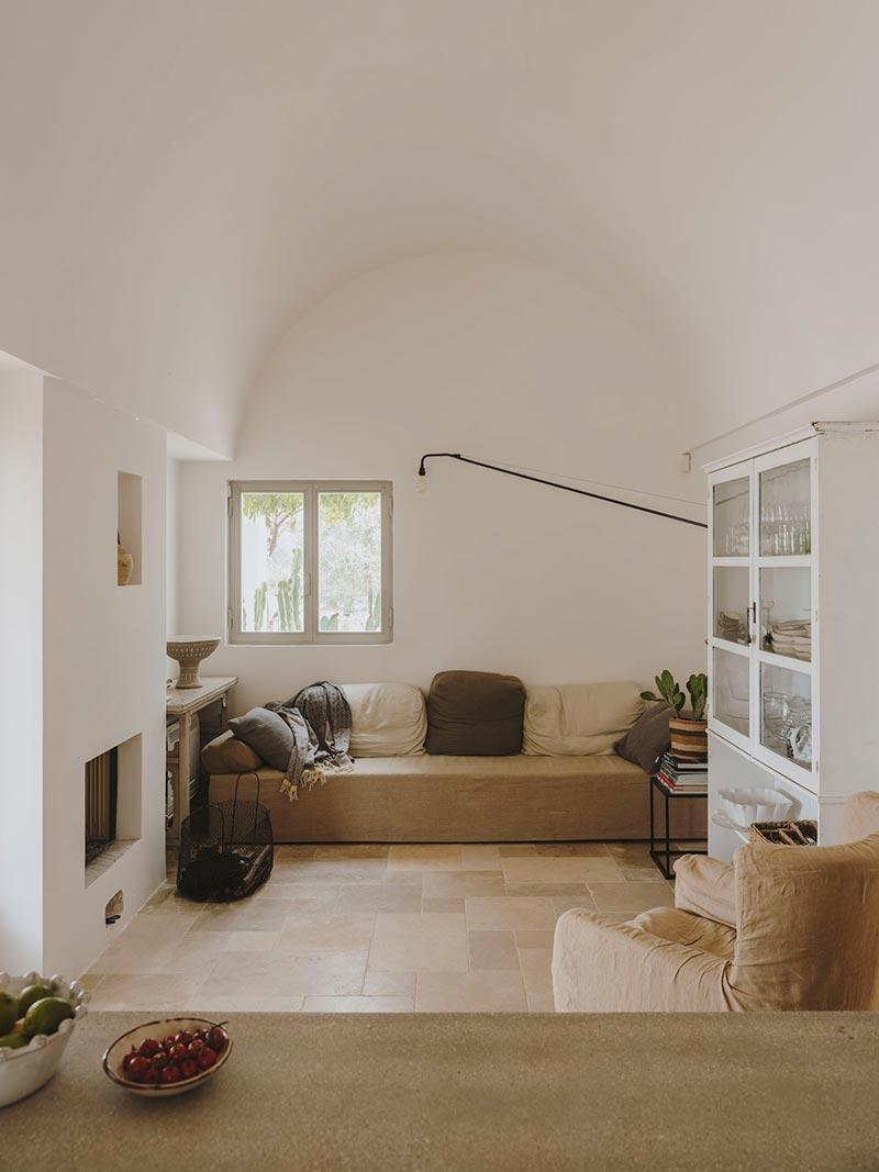 italian villa living design at - Villa Castelluccio