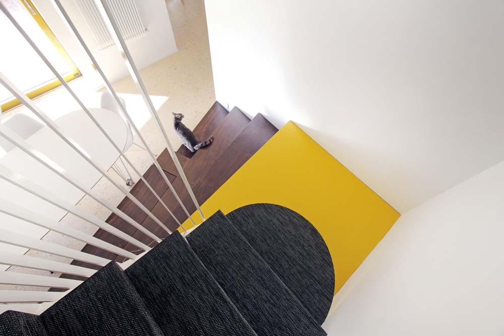italian villa staircase design 2 - 70's Italian Yellow & Terrazzo Villa