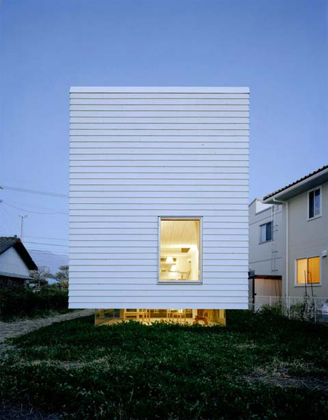 2004 house unconventional japanese architecture for Arquitectura japonesa moderna