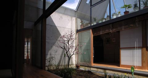 japanese house pyramid 02 - Glass Pyramid House