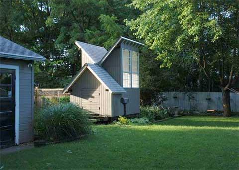 meditation-hut-garden