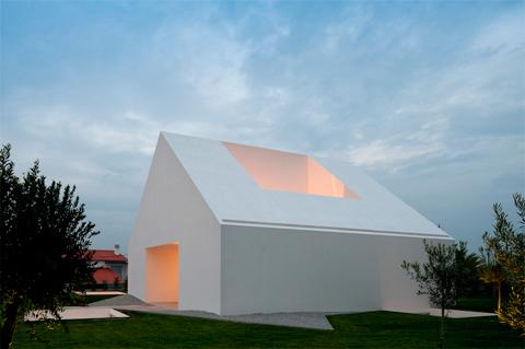 Minimal Houses House In Leiria A Minimal White House  Modern Architecture