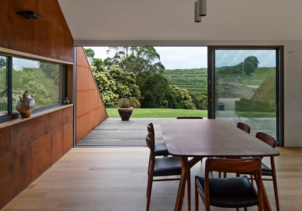 modern a frame house dining ab - Tucks Ridge House