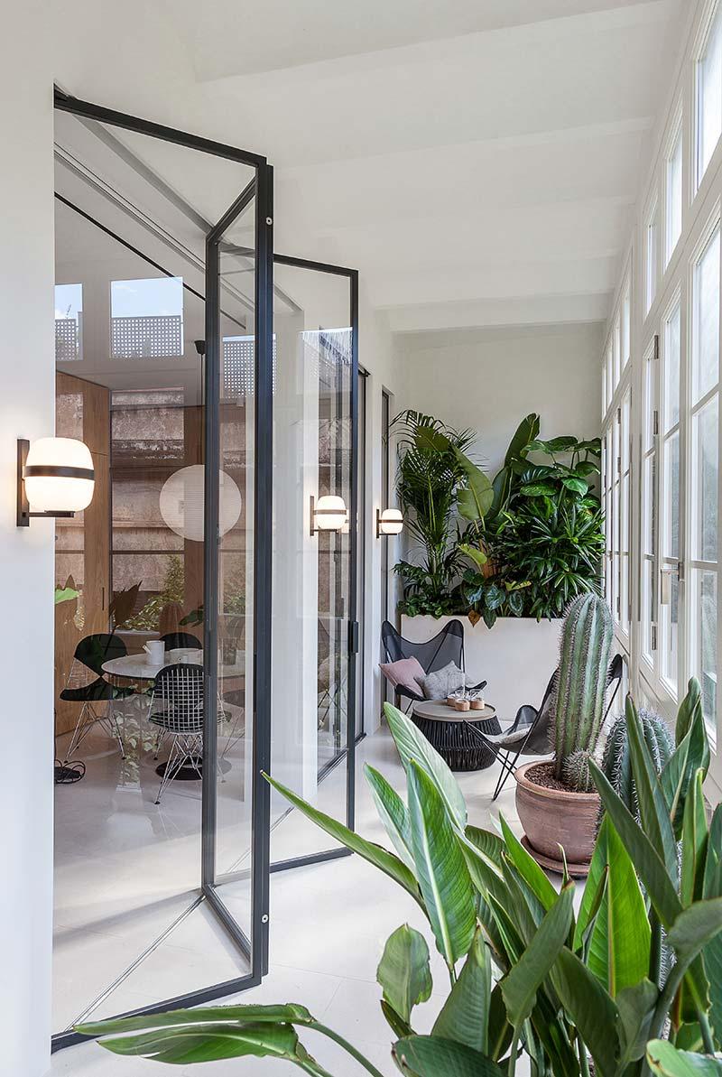 modern apartment design balcony - Argentona Apartment
